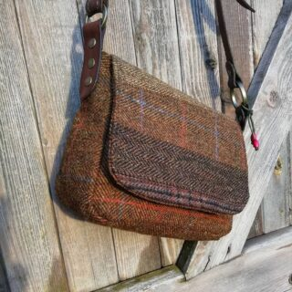 So nice to see then sun! Yesterday was so grim but the lovely low winter light today pics out the colours in Harris Tweed so well... New design, a little smaller than my usual, perfect day-out handbag, this one and a small handful similar (to be made this week!) will be available on my website very soon 👜 . #handbags #handbag #handbagdesigner #harristweedfabric #harristweedauthority #harristweed #harristweedhandbag  #harristweedhandbags #purse #tweedpurse #fashion #lovehandbags #madeinscotland #artisan  #madewell #madewithlove #traditionalmaterials #italianleather #brassfindings #rosehip